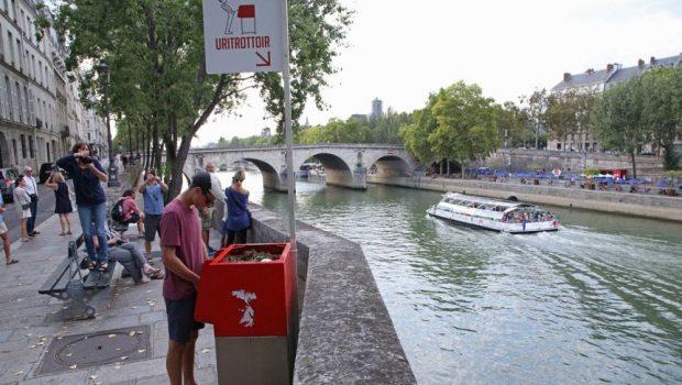 Parizienii sunt indignaţi de pisoarele instalate direct pe trotuar Mai multe pisoare amplasate pe strazile din Paris, ecologice insa […]