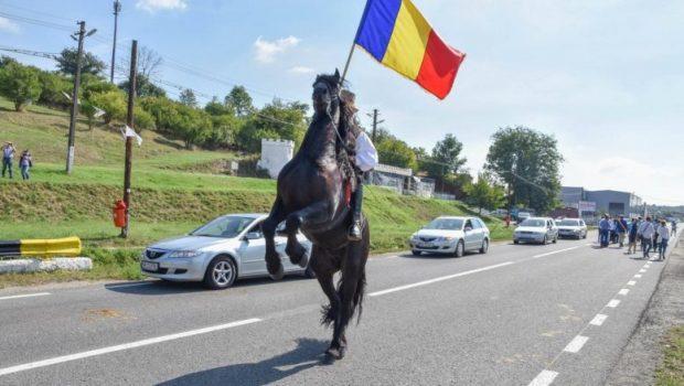 Veniţi la Alba Unioniştilor de pe cele două maluri de Prut Veniţi la Alba milioane Veniţi români pe […]