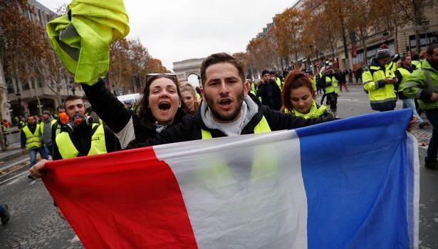 """În Franța e jale mare, """"vestele galbene"""" cresc în putere, poporul indigen este din ce în ce mai solidar. […]"""