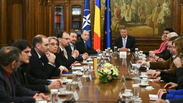 Actorul Iohannis nu știe rolul Am urmărit consultările președintelui din spectacolul […]