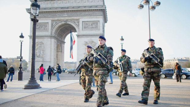 """Generalul Bruno Leray, comandantul militar al Parisului: """"Dacă viețile soldaților sau ale civililor vor fi puse în pericol, militarii […]"""