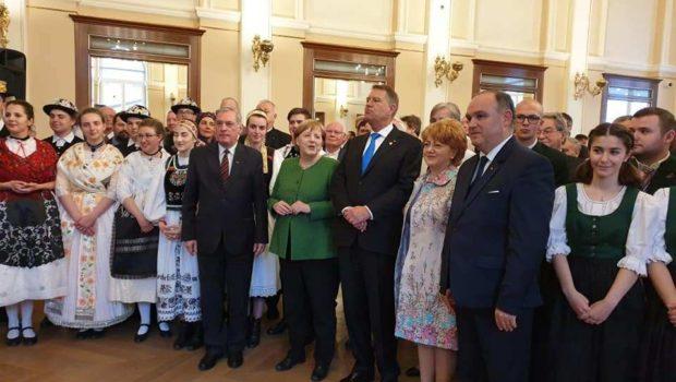Cancelarul german Angela Merkel a luat-o pe urmele lui Slobodan Milosevic. La întâlnirea cu reprezentanţii Forumului Democrat al Germanilor […]