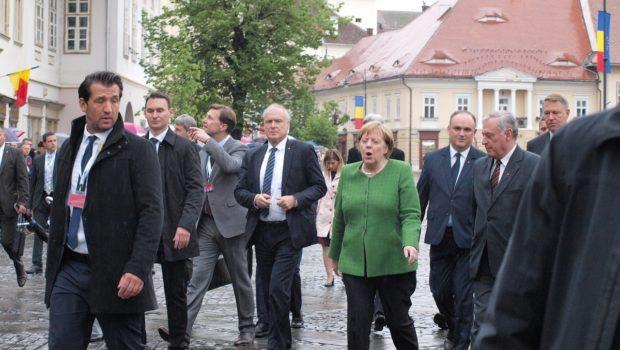 Amestec grosolan în problemele interne ale României: Cancelarul german Angela Merkel îi apără pe etnicii germani din FDGR, care […]