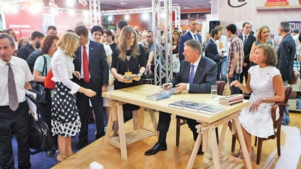 Știți, cetățeni, Klaus Iohannis a scris și publicat, în patru ani și jumătate, trei cărți. Bine vândute, dacă ne […]