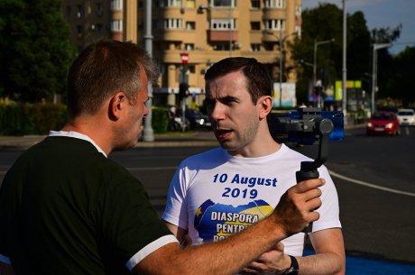 10 august 2019… ghemuită în sine însăși România își ține respirația: căci din clipă-n clipă stă să-nceapă giganticul protest […]