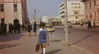 Această elevă inconștientă din anii '70, probabil chiar '80, merge singură pe stradă către școală. Doamne ferește, bine că […]