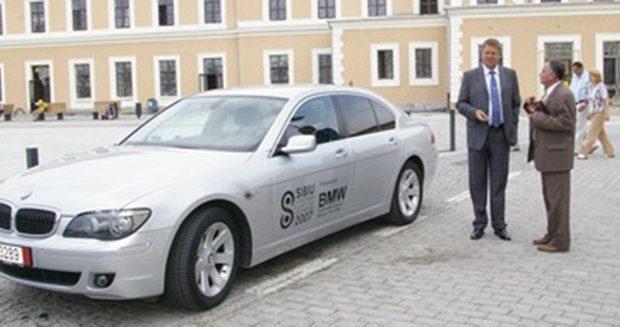 Klaus Iohannis a primit cadou un BMW. Apoi altele! În 2007, anul în care Sibiul a fost […]