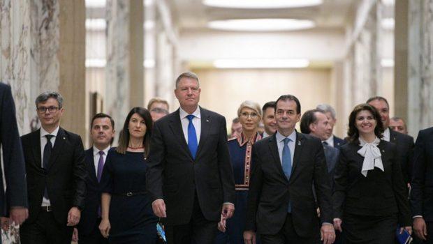 Nenumărate îmbrățișări, pupături și felicitări pentru o victorie discutabilă. Guvernul Orban a trecut ca și demolarea Guvernului Dăncilă. Cu […]