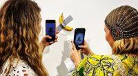 """Motto: """"O banană lipită cu bandă adezivă pe un perete a fost vândută în această săptămână pentru suma de […]"""