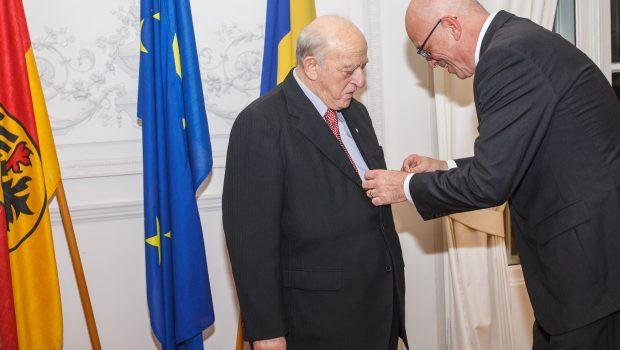 Aurel Vainer, președintele Federației Comunităților Evreiești din România, a fost răsplătit de Germania printr-o decorație pentru meritul ascunderii adevărului […]