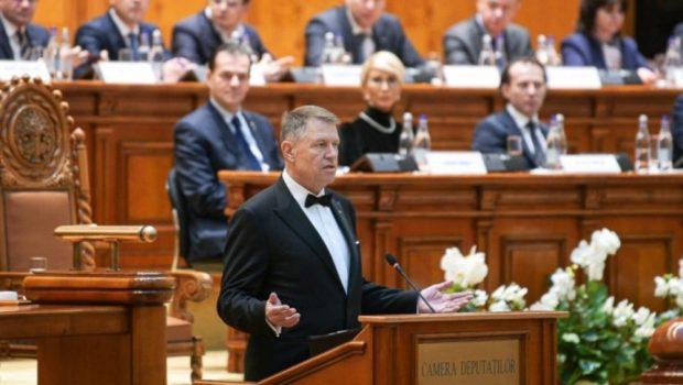 În loc de speranță, ne copleșește altceva. O duhoare se scurge din toate crăpăturile instituțiilor românești. Pute de-a dreptul […]