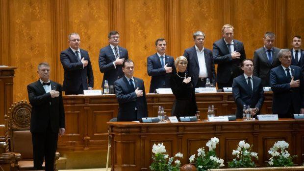"""Motto: Brânzovenescu: """"Nici nu mai are drept de vot, de când şi-a măritat fata…."""" Trahanache: """"Ai puţintică răbdare… Da' […]"""