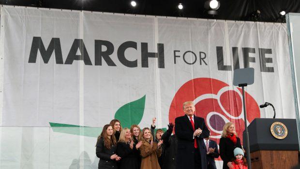Trump, primul președinte american care a participat la mitingul anti-avort BBC News, Washington DC: Donald Trump a devenit […]