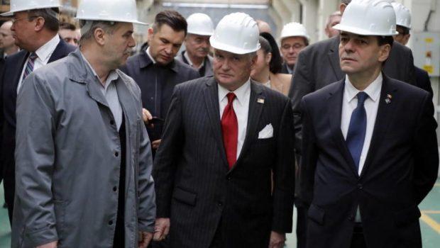 Adrian Zuckerman, ambasadorul SUA, în vizită tovărășească prin fabrici dă indicații prețioase pentru jefuirea în continuare a coloniei cu […]