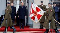 După ce a cotcodăcit ani și ani împotriva Poloniei, că nu respectă statul de drept, că este anti-europeană și […]