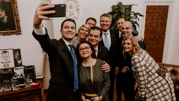 Agitat ca un buric al pămîntului vîrît în politică, Rareș Bogdan nu pierde nici un prilej pentru a mai […]