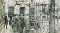 București, ROMÂNIA (octombrie 1916): Cetățeni germani prinși de autoritățile române cu valize conținând explozibili și culturi de microbi pentru […]