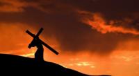 Învierea-n România muribundă în Calea osândirii, El și crucea sub care puterile îl lasă aleg să-i fie omului răscrucea […]