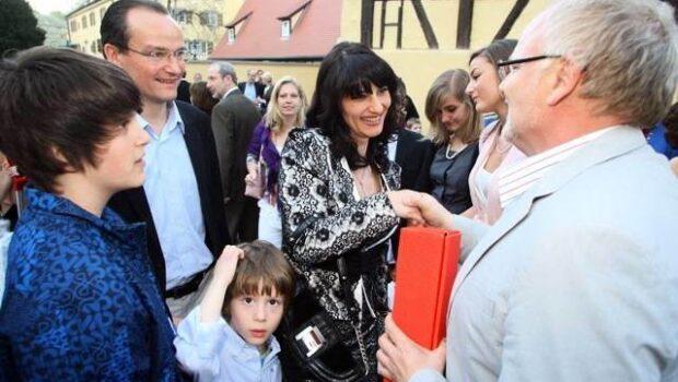 """Legăturile dubioase ale politicianului mercenar Siegfried Mureșan cu Klaus Iohannis și Oana Paraschiva Harvalia, """"expertă"""" și ea în adopții […]"""