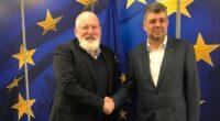 """Bogdan Chirieac: """"Vă răspunde cineva la telefon în exterior? Domnul Timmermans… Frans Timmermans … apărător al democrației libertății și…( […]"""