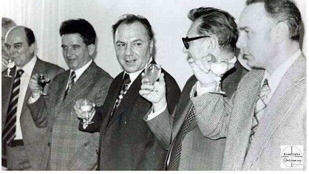 """*""""cunoscutul spion sovietic Nicolae Doicaru, devenit instantaneu super-vizorul generalilor Vlad și Gușă."""" -""""Nicolae Doicaru (n. 21 aprilie 1922, Dolhăuți […]"""