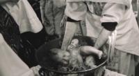 UPDATE: AMBELE FILMĂRI ale botezului de la Suceava (video mai sus și mai jos) demonstrează același lucru: Preotul a protejat […]